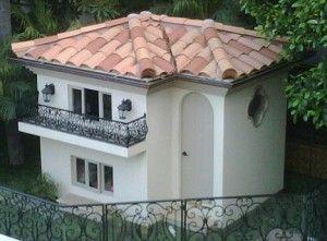 Paris Hiltons Dog House